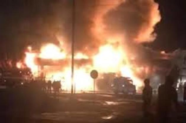 В России сгорел торговый центр: видео масштабного пожара