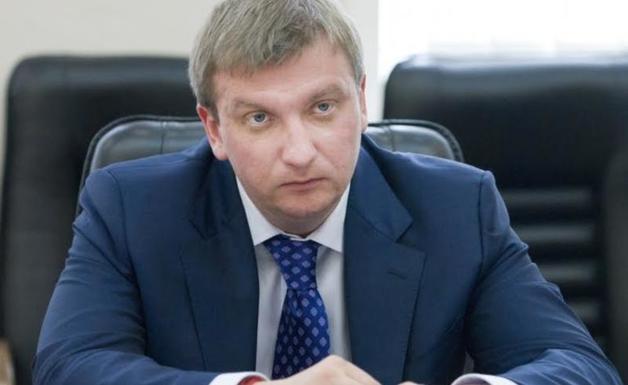 Министр Петренко требует с частных исполнителей «откат» в размере 30 % от всех собранных средств