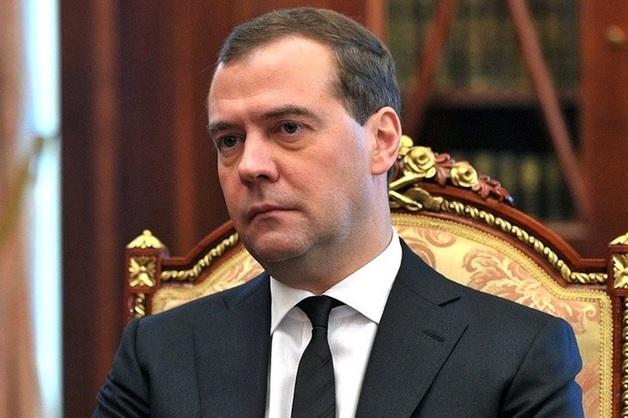 Правительство России во главе с Медведевым завтра уйдет в отставку