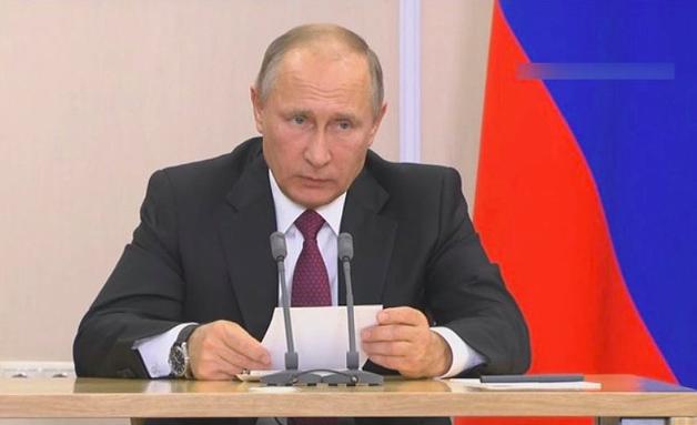 """Для """"царя"""": к инаугурации Путина выпустили телефон в бриллиантах"""