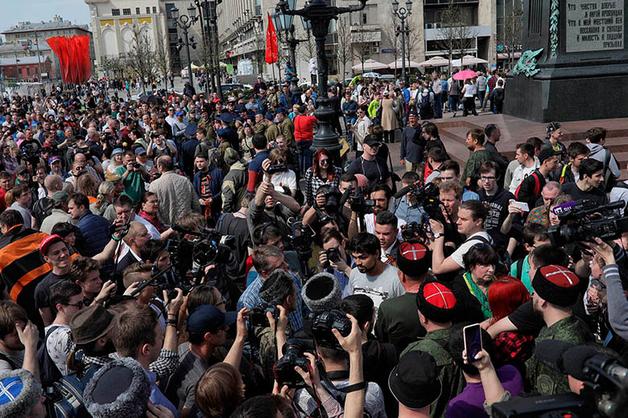 В Москве на митинге «Он вам не царь» ОМОН задержал мать, искавшую сына-солдата в оцеплении