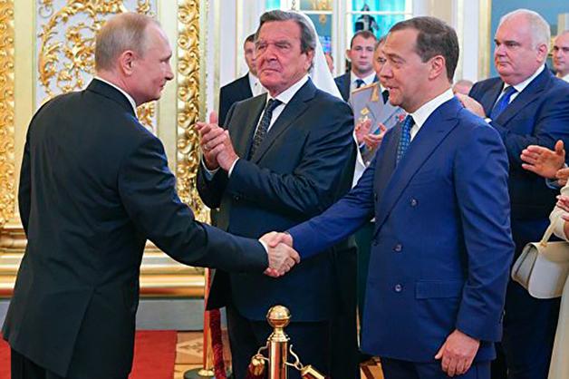 Медведев остается премьером, а Кудрин получает высокий пост