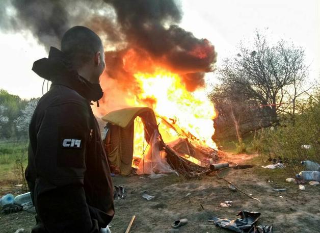 Аваков: По поджогу табора ромов уже открыты производства