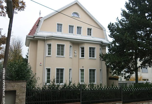 Алексей Азаров продал особняк в Вене за 4,5 миллиона евро