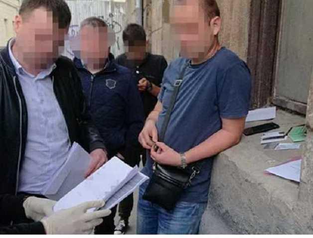 Во Львове на взятке попался инспектор гоструда