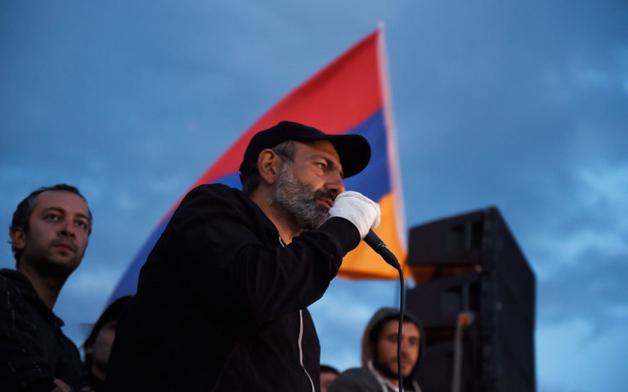Новоизбранный премьер Армении похвастался Бархатной революцией, «унизив» украинцев