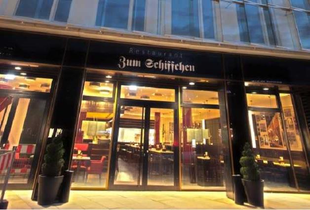 Свиная рулька и рагу из хвоста. Немецкие СМИ описали длительный обед Порошенко в пивной во время визита в Германию