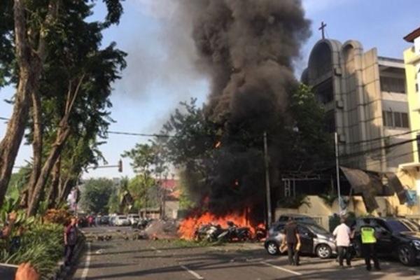 Три взрыва: в Индонезии произошли атаки на церкви