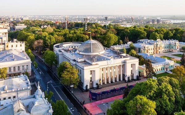 Цена парламентаризма: насколько эффективно и прозрачно Верховная Рада тратит деньги