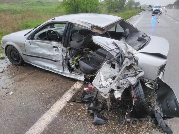 Известный одесский журналист разбил машину в дождь на трассе Одесса-Киев