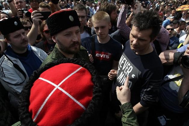 Избившего нагайкой митингиющих 5 мая в Москве приговорили к штрафу
