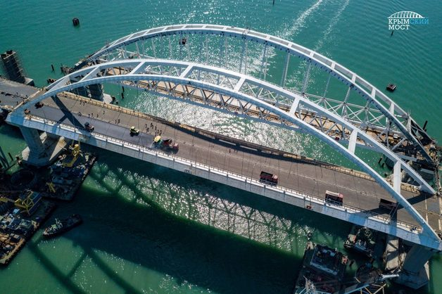 Отдельная экономическая санкция: Журналист рассказал, как Путин наказал Россию строительством Крымского моста