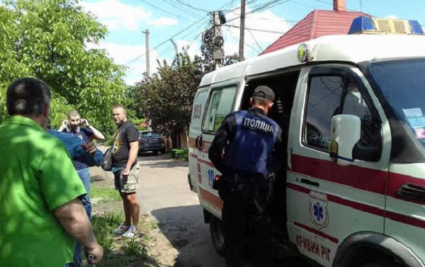 """В Кривом Роге """"титушки"""" напали на журналистов и распылили неизвестное вещество"""