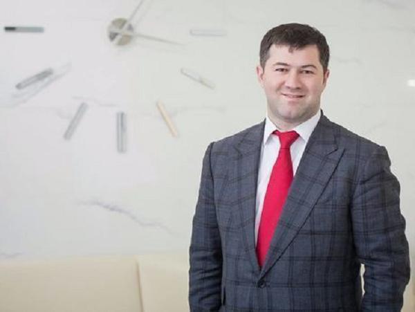 Суд вернул паспорт Насирову