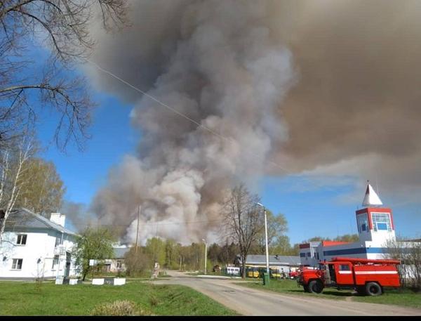 В России на военном полигоне произошел пожар со взрывами
