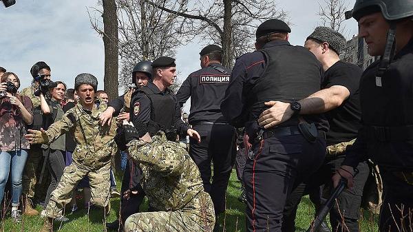 35 казаков выпороли нагайками за избиение на акции «Он нам не царь» в Москве