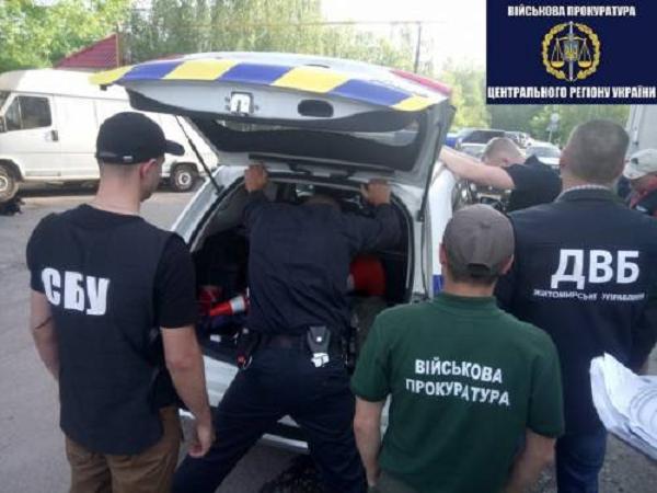 Житомирский полицейский несколько дней шантажировал водителя, попавшегося пьяным за рулем