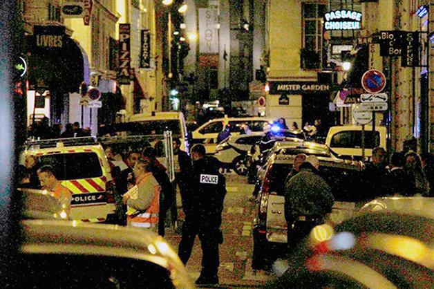 Другу выходца из Чечни, напавшего на прохожих в Париже, предъявили обвинения в терроризме