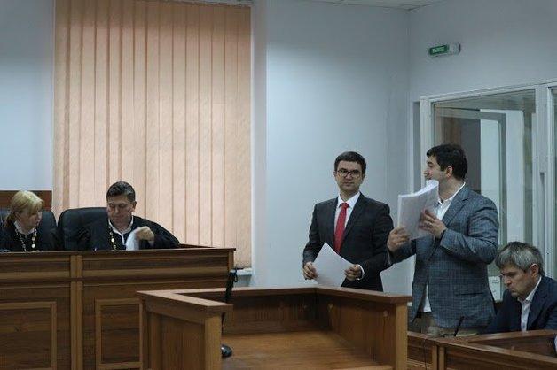 Обвинительный акт в отношении Насирова потребовали читать с указанием тире и дробей