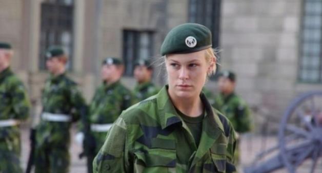 Шведов массово начали готовить к войне