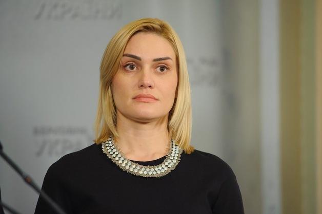 Татьяна Острикова пришла в Раду с сумкой стоимостью $2 тысячи