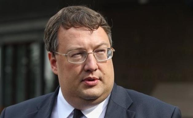 Геращенко не выплатил деньги журналисту, взысканные судом