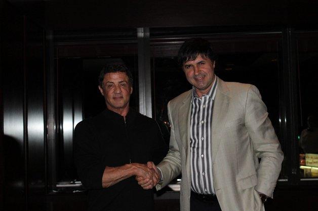 Степан Мартиросян договорился со Шварценеггером, но не с Армбизнесбанком