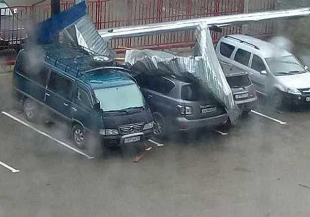 Российский город атаковала сильная буря: опубликованы фото и видео сокрушительной стихии