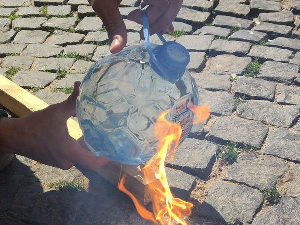 В России к ЧМ-2018 выпустили бутылку воды в форме мяча, которая оказалась огнеопасной