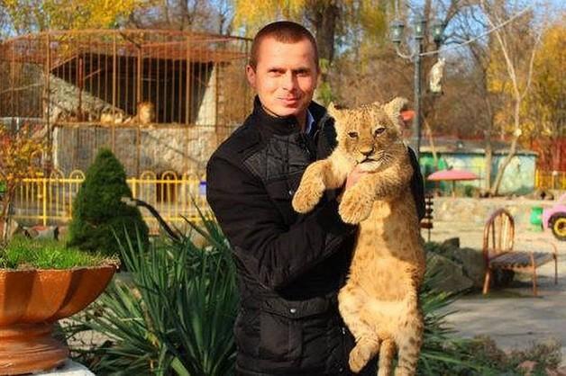 Директор парков Симферополя арестован за избиение сотрудника дубиной