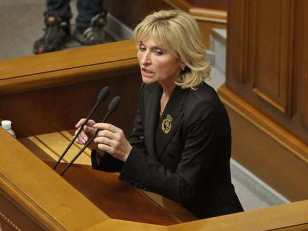 Жена Луценко явилась в парламент в пиджаке за 53 тысячи гривен