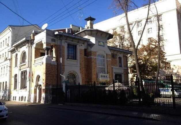 """Субъекты понаехали в столицу. Зачем регионам """"посольства"""" в Москве"""