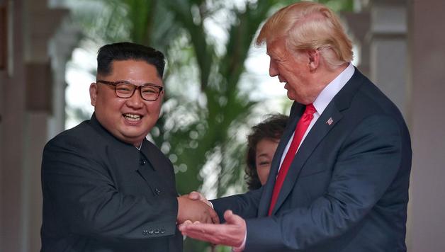 Дональд Трамп и Ким Чен Ын завершили личную встречу