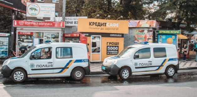 В Киеве мужчина с ножом попытался ограбить кредитное заведение на Дорожичах