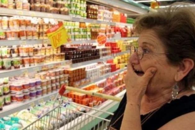 """""""С белком животного происхождения"""": показана мерзкая находка в еде крымчан"""