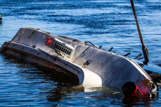 «Даже не пытались себе помочь». Капитан баржи, которая столкнулась с катамараном на Волге, раскрыл подробности трагедии