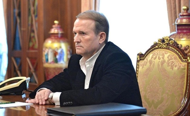 Незадолго до президентских выборов Медведчук приобрел три телеканала