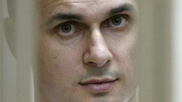 Олег Сенцов попал в реанимацию, но продолжает голодать