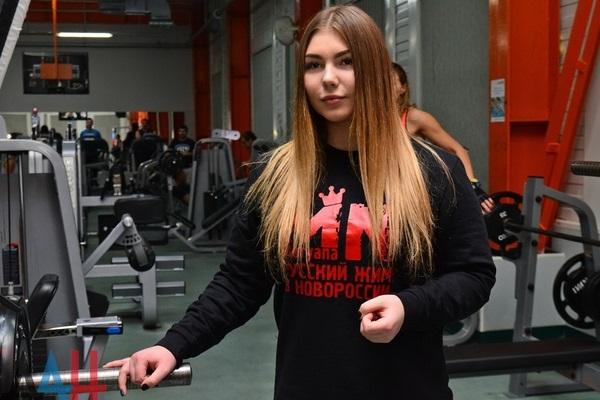 """""""Весь в свастике"""": чемпионка ДНР спрятала Ленина на даче"""