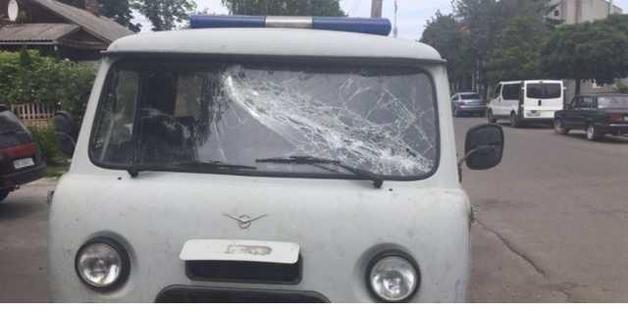 В Ровенской области 50 копателей янтаря пытались отбить у полицейских мотопомпу