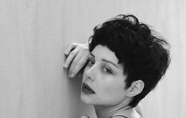 Радикальное изменение образа: Тина Кароль обрезала волосы и стала брюнеткой