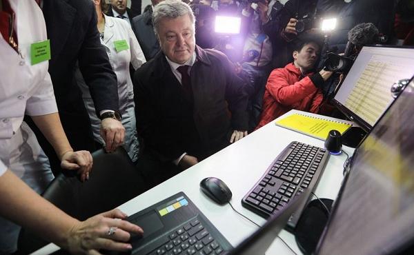 Говорят, что Порошенко сидит в Facebook под чужим именем и аватаркой Питера Пэна. Что об этом известно?
