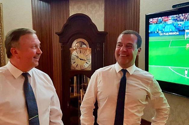 Медведев поделился в Сети радостью от триумфа сборной РФ, но его не поддержали: «Победа — это если пенсия у людей будет»