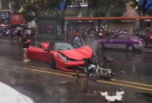 Девушка умудрилась за несколько минут разбить арендованный Ferrari