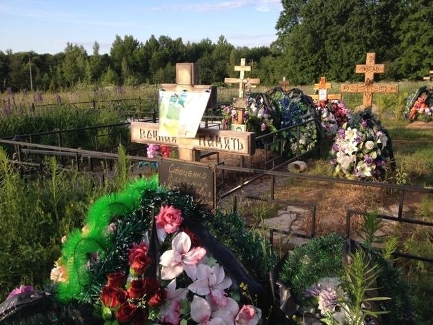 Привезли с Донбасса? В России обнаружили свежие могилы десантников