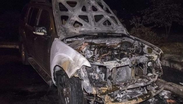 В Киеве ночью сожгли внедорожник