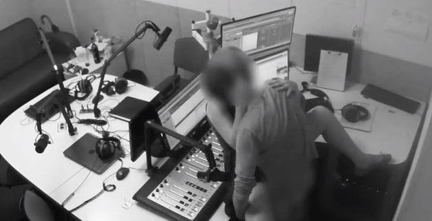 В Сеть попало видео, как сотрудники киевского радио занимаются сексом прямо на работе