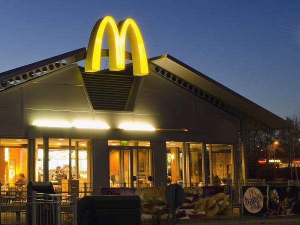 После массового отравления McDonald's остановил продажу салатов в 3 тыс. своих заведений