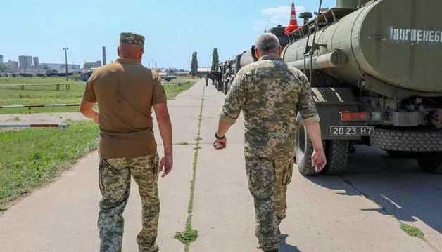 Проверка на военных складах в Одессе сопровождается предложениями взяток и пропажей людей