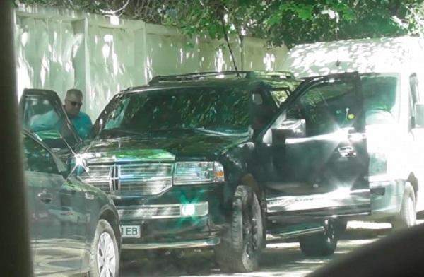 Пьяные на бабушкиных иномарках: журналисты показали шикарные авто прокуроров
